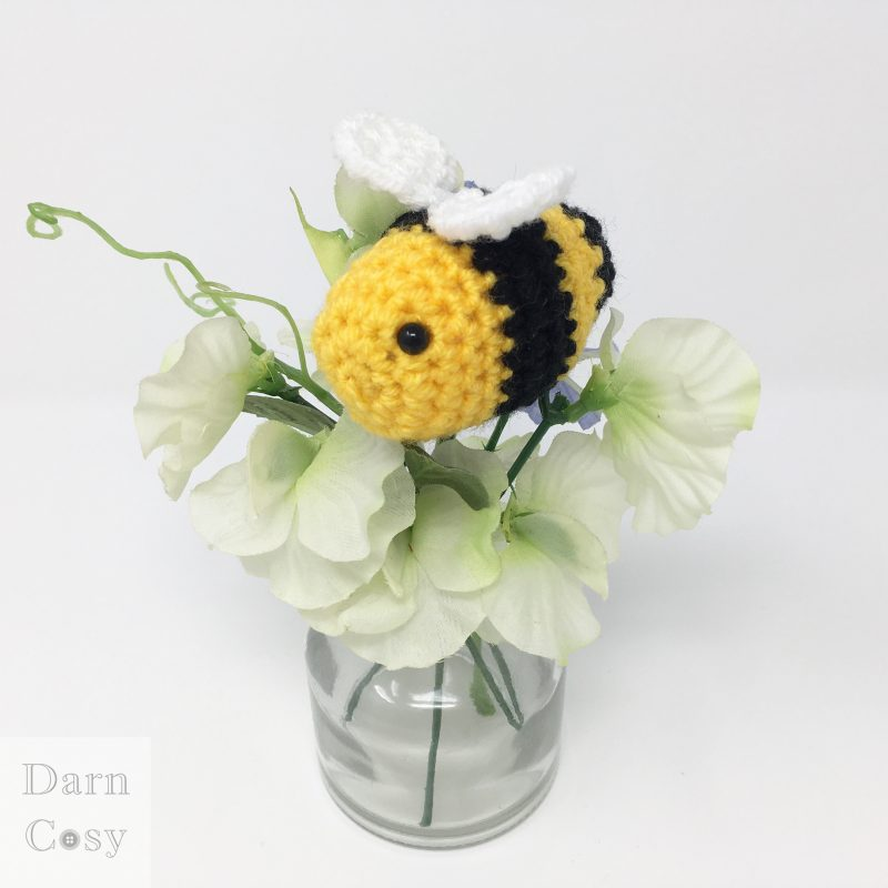 Cute Bumble Bee Amigurumi - Free Pattern
